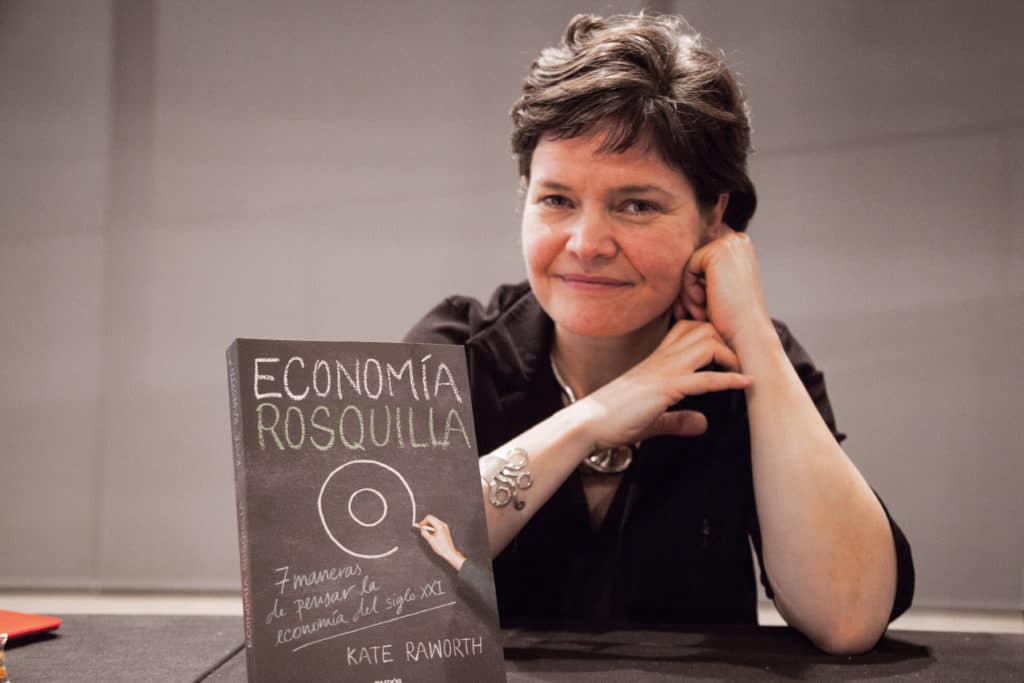 La FutureHero Kate Raworth inventa la economía rosquilla
